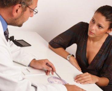 проконсультируйтесь с гинекологом по поводу мазни без месячных
