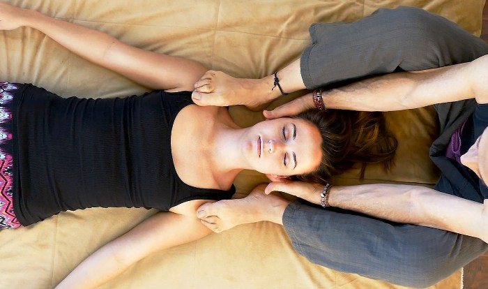 массаж остеохондроз головная боль месячные