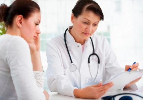 женщина у врача консультация