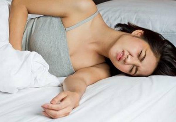 Причины болей в кишечнике во время менструации