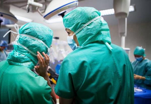 Врачи готовятся к операции