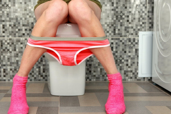 Девушка в ванной комнате