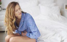 почему болят яичники во время месячных